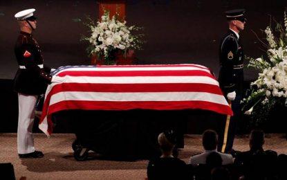 """Arizona despide la """"verdadero héroe"""" estadounidense John McCain"""