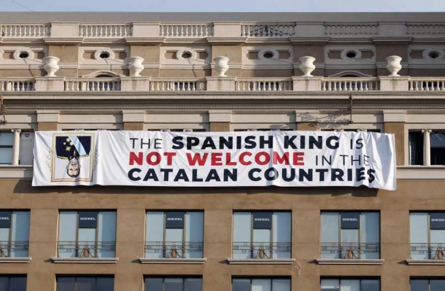 VOX lleva la pancarta separatista contra el Rey ante la Fiscalía porque Sánchez desapareció