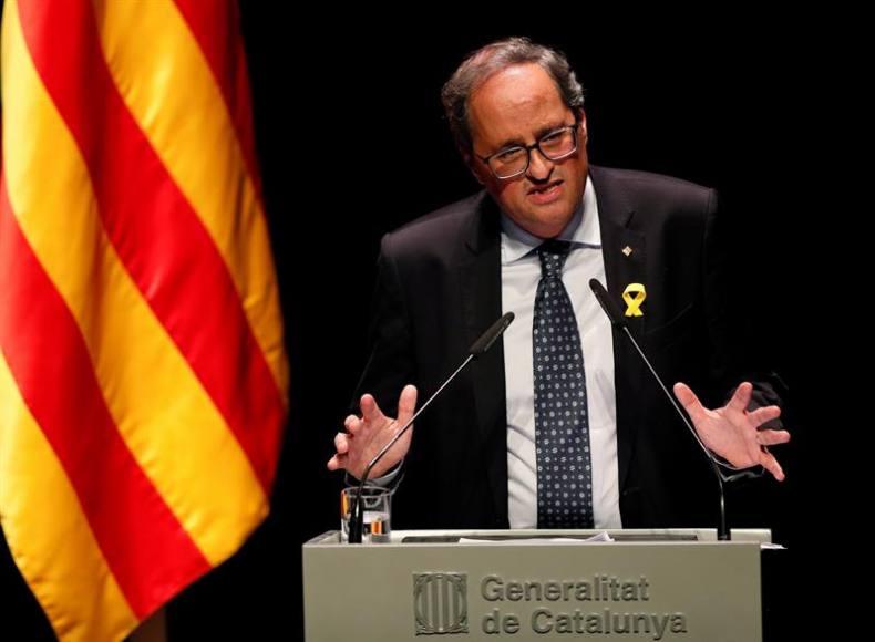 "Torra exige a Sánchez ""pactar un referéndum de independencia de Cataluña"""