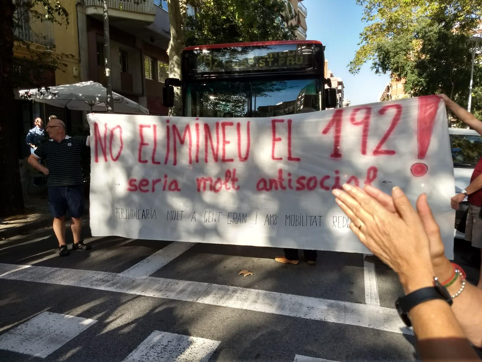 Barcelona quiere eliminar la «línea 192» de TMB y dejar tirados a los jubilados y vecinos