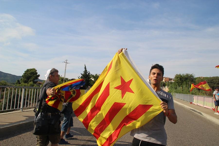 El hijo independentista acosa a su madre por española y ella rompe a llorar