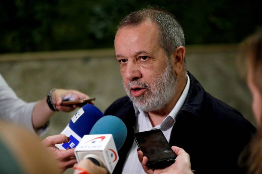 """El Defensor del Pueblo rechaza los lazos amarillos incluso en """"edificios públicos"""""""