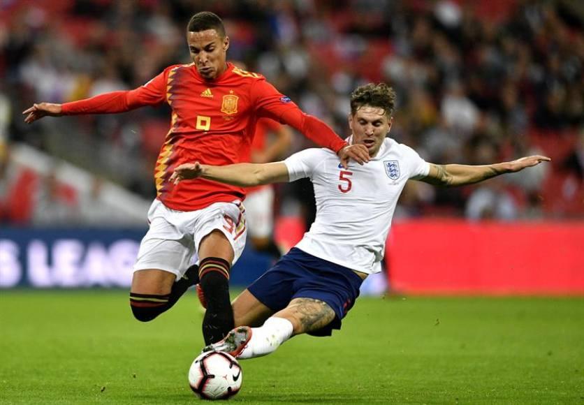 España alumbra nuevo futuro al derrotar a Inglaterra (1-2)