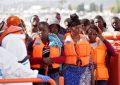 Hospitalizada tras romper aguas una inmigrante llegada en patera a España