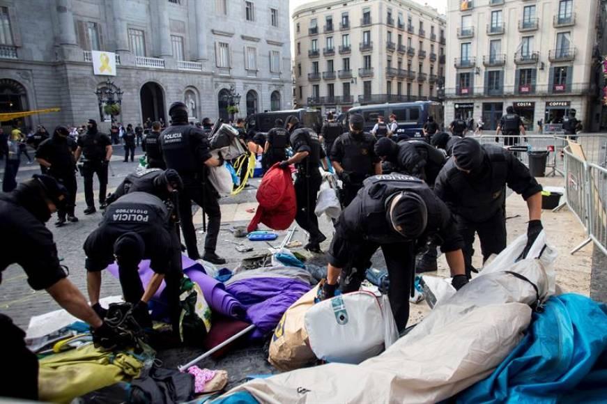 Mozos echan a CDR de San Jaime ante anuncio de acampada española por 29-S de Jusapol