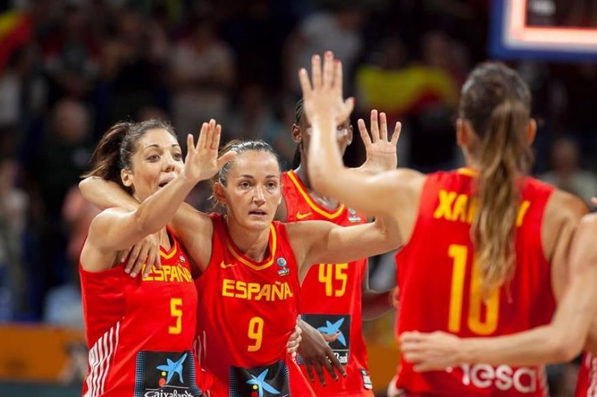España lo hace con solvencia