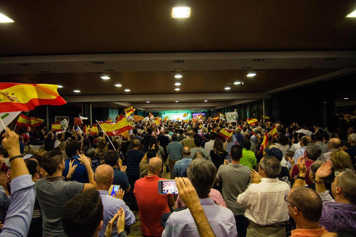 VOX abarrota «La Ferradura» (Valencia) de banderas de España