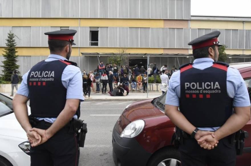"""Imputados los Mozos por su """"pasividad al impedir el referéndum"""" ilegal del 1-O"""