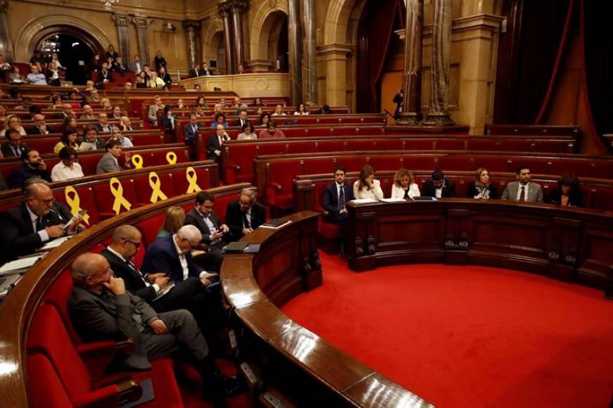 La mayoría independentista del «Parlament» desafía a Sánchez rechazando el auto del TS