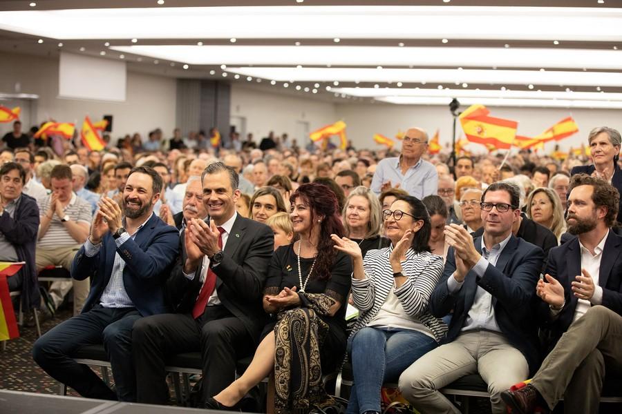 """VOX inundará de más de 10 mil banderas y """"Elecciones ya"""" el Vistalegre mañana 7-O"""