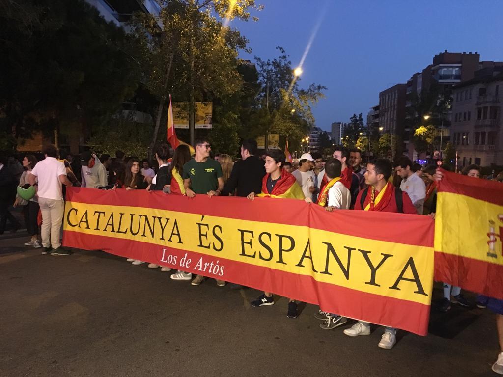 """Más de 3 mil jóvenes en Barcelona: """"1-O, ni olvido ni perdón, golpistas a prisión"""""""