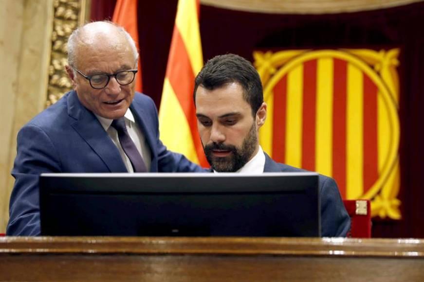 "Acta de Mesa del Parlament: ""Junqueras y Romeva ya están suspendidos"""