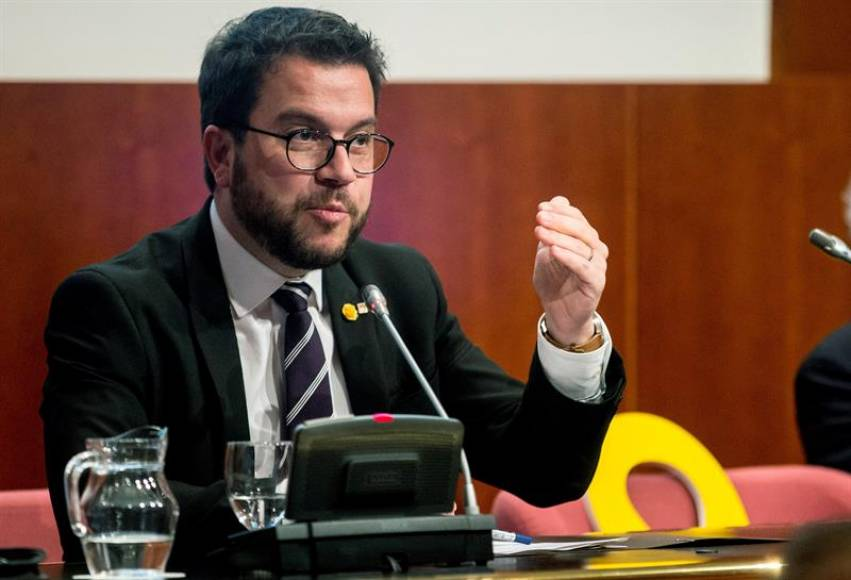 El independentismo crea oficina de derechos que actuar for Hacienda barcelona oficinas