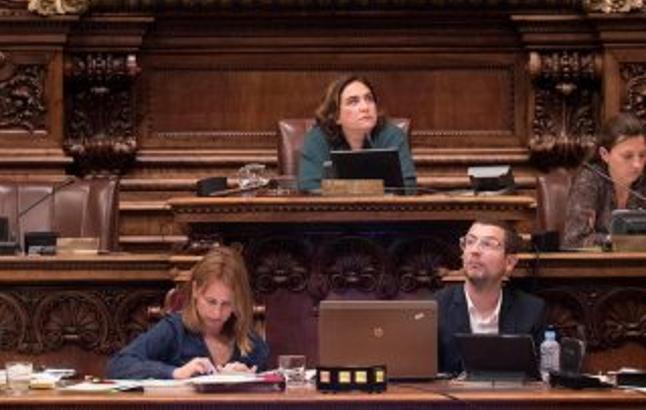 """Ada Colau e independentistas condenan al Rey por el 1-O y piden """"abolir de la Monarquía"""""""