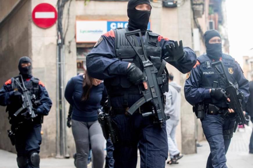 """Detenidas 47 personas en la operación policial contra """"Narco pisos"""" (Okupas) en Barcelona"""