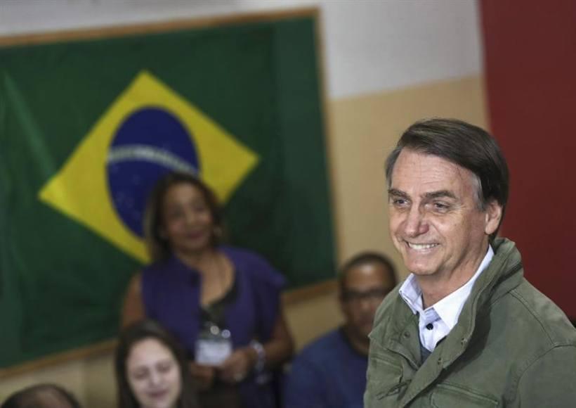 """El ganador Bolsonaro agradece a Dios por """"librar"""" a Brasil de """"tentáculos de la izquierda"""""""