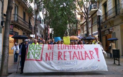 """Vecinos denuncian los """"recortes"""" de Ada Colau a la gente mayor, sin su «Línea 192»"""