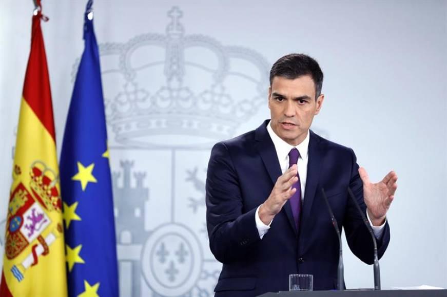 """Sánchez: """"Torra debe"""" cumplir la Ley y no """"alentar a radicales al asedio"""" en Cataluña"""
