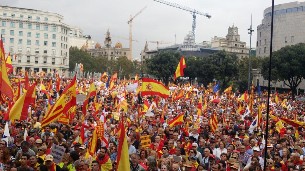 """Más de 300 mil personas claman """"Pedro Sánchez dimisión"""" el 12-O en Barcelona"""