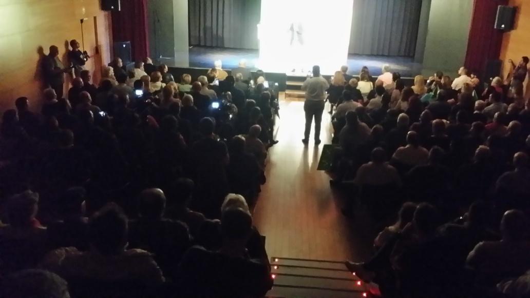 """VOX se implanta en Hospitalet entre aplausos y """"vivas España"""" de los catalanes"""