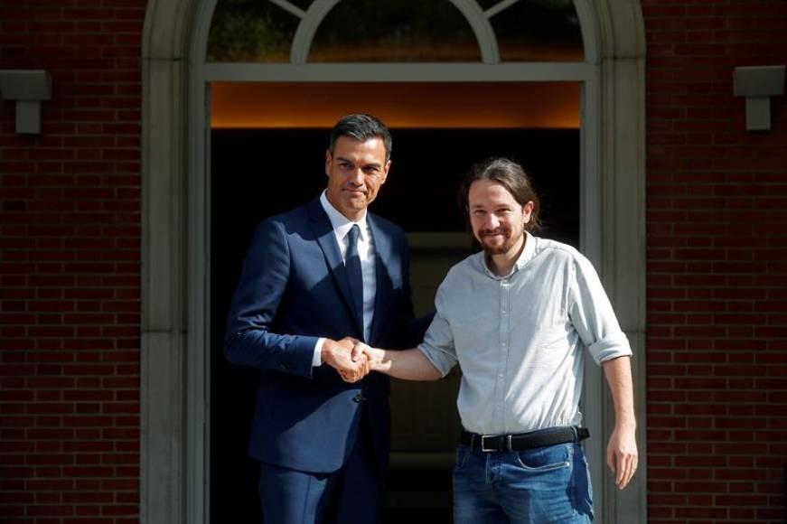 Sánchez e Iglesias pactan el control de alquileres y subida del salario mínimo a 900€