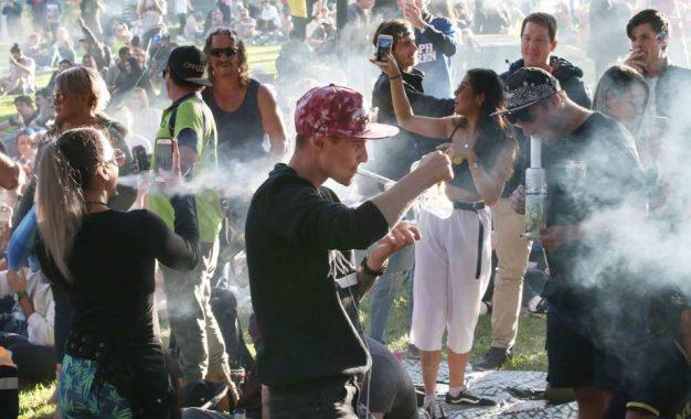 Canadá legaliza la marihuana para mayores de 18 años