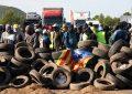 El independentismo corta carreteras y vías con el amparo de su presidente Quim Torra