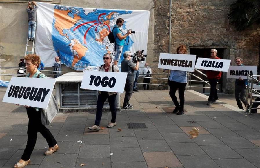 Las víctimas de ETA irrumpen en un acto independentista a favor de huidos terroristas