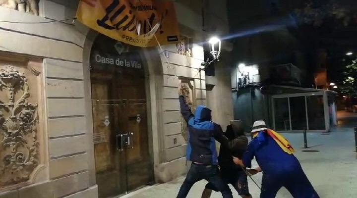 «Justicieros Nocturnos» liberan a Tiana, Montgat, Vilasar, Masnou, Alella y Mataró del independentismo