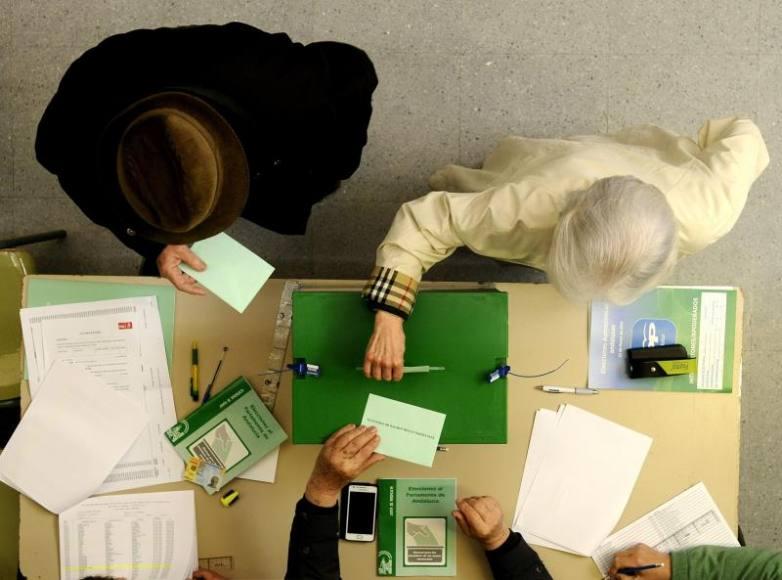 Los andaluces, convocados a las urnas el 2-D