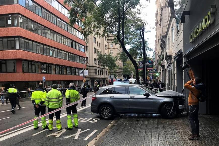 Pierde el control del coche y arrolla a varios peatones en Barcelona
