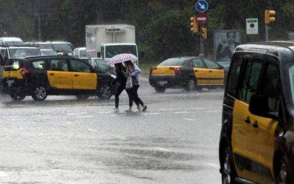La lluvia colapsa los accesos a Barcelona