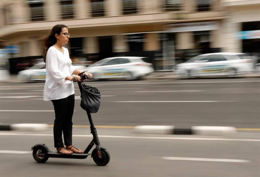 España prohibirá los Patinetes eléctricos en la acera e impondrá límite de velocidad