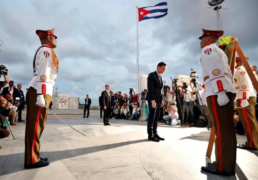 Sánchez en Cuba con la «Asociación de Empresarios de España en Cuba»