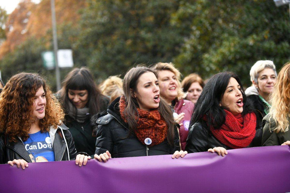 """Marcha de la ultraizquierda, feministas y progres contra la """"violencia patriacal"""""""