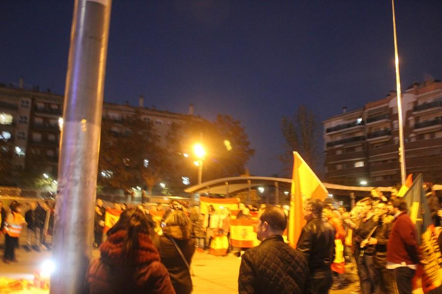 VOX vence a los comandos más violentos de los CDR en Plaza 1 de Mayo de Terrasa (Barcelona)