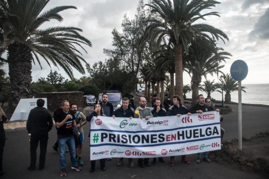 Funcionarios y VOX protestan contra Pedro Sánchez