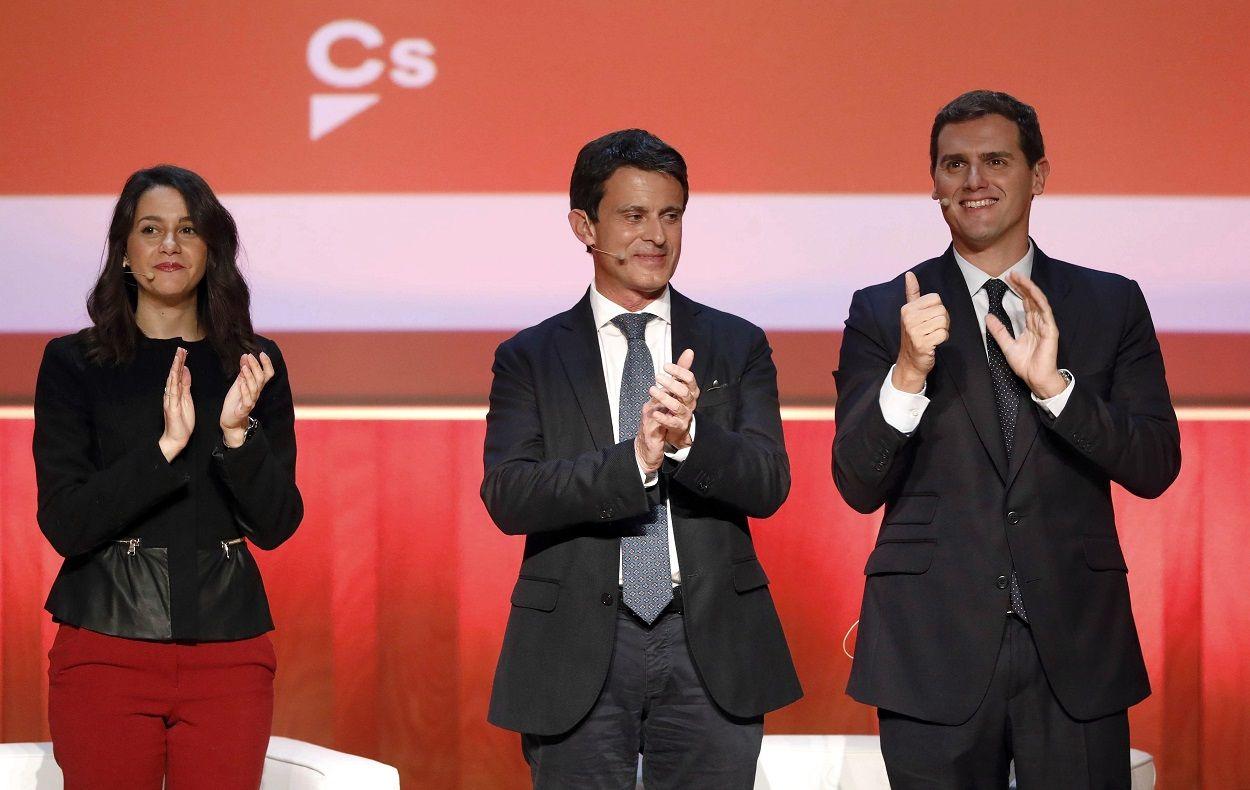 ¿Cuánto mide Manuel Valls? - Real height BARCELONA-ESPA%C3%91A-05.12.2018.-El-presidente-de-Ciudadanos-Albert-Rivera-d-la-l%C3%ADder-de-la-oposici%C3%B3n-en-Catalu%C3%B1a-In%C3%A9s-Arrimadas-i.-Efe