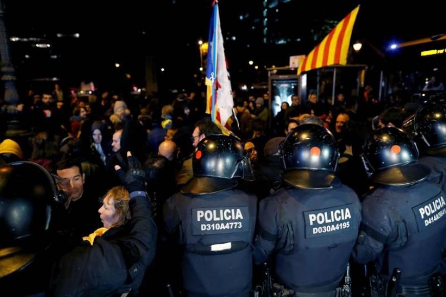 Policía Nacional y Mozos blindan Barcelona a la llegada de Sánchez a Cataluña