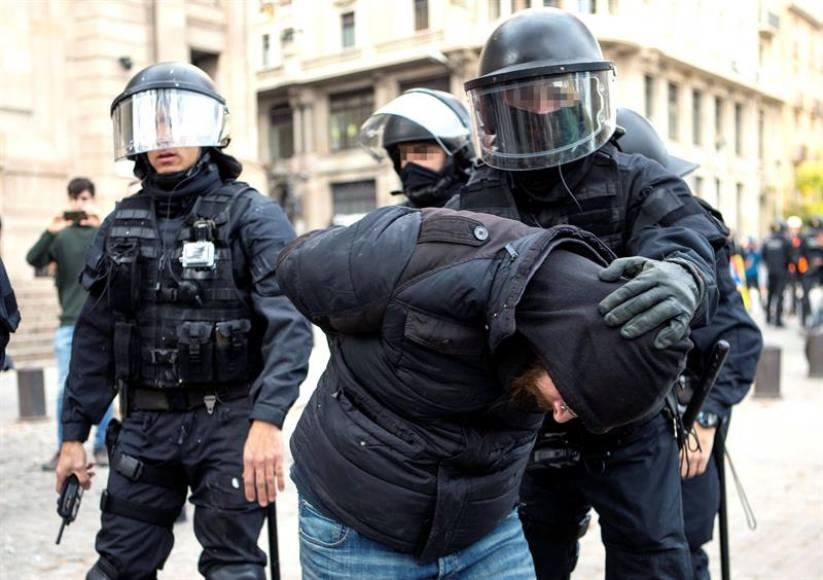 """Heridos 35 mozos en protestas del 21-D y Torra """"agradece a los CDR"""" por """"pacíficos"""""""