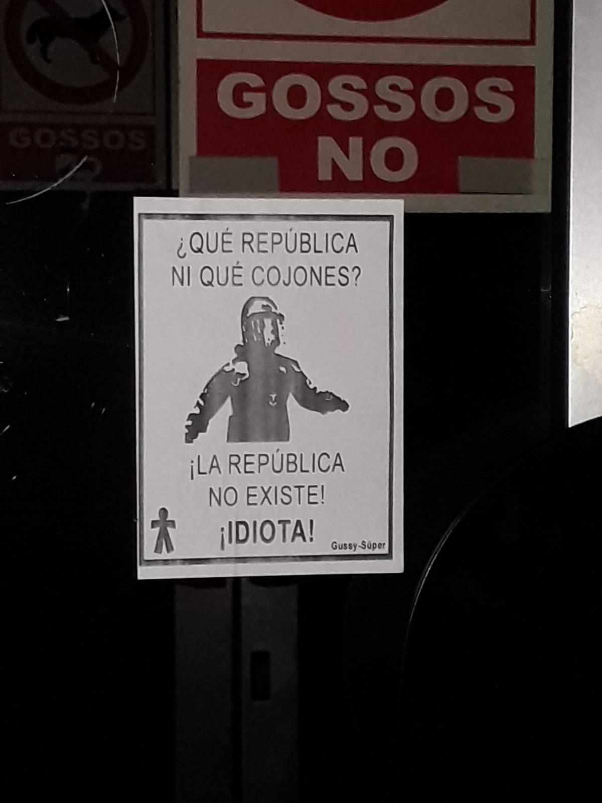 Empapelan varias localidades catalanas con «La República No Existe. Idiota»