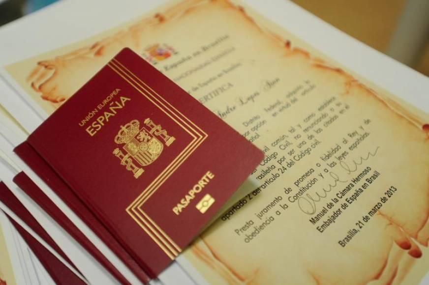 Cae la solicitud de nacionalidad en España un 56%