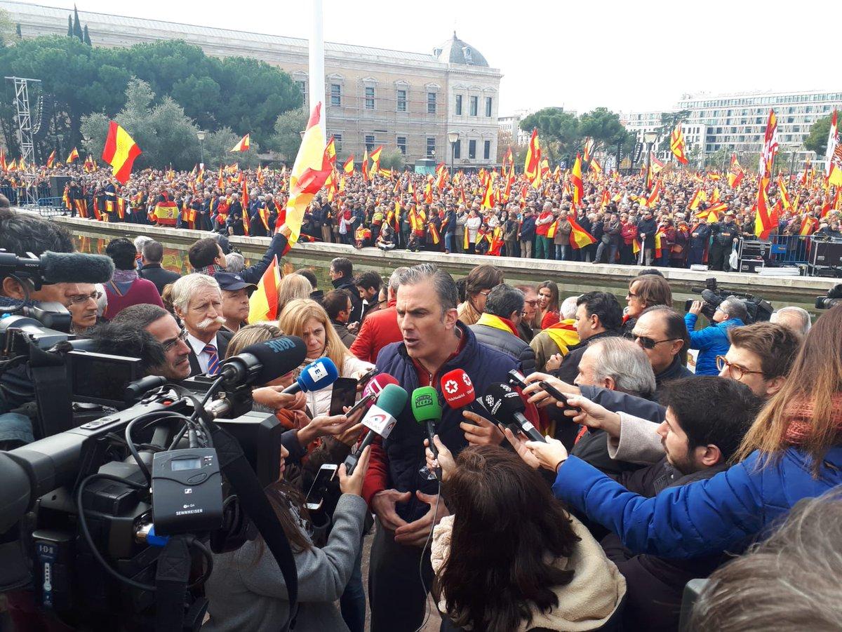"""50 mil personas claman contra la traición de Sánchez e """"impunidad"""" en Plaza de Colón"""