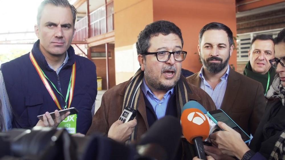 """VOX aparta a sus 2 apoderados por """"conducta inapropiadas en el día"""" del 2-D Andalucía"""