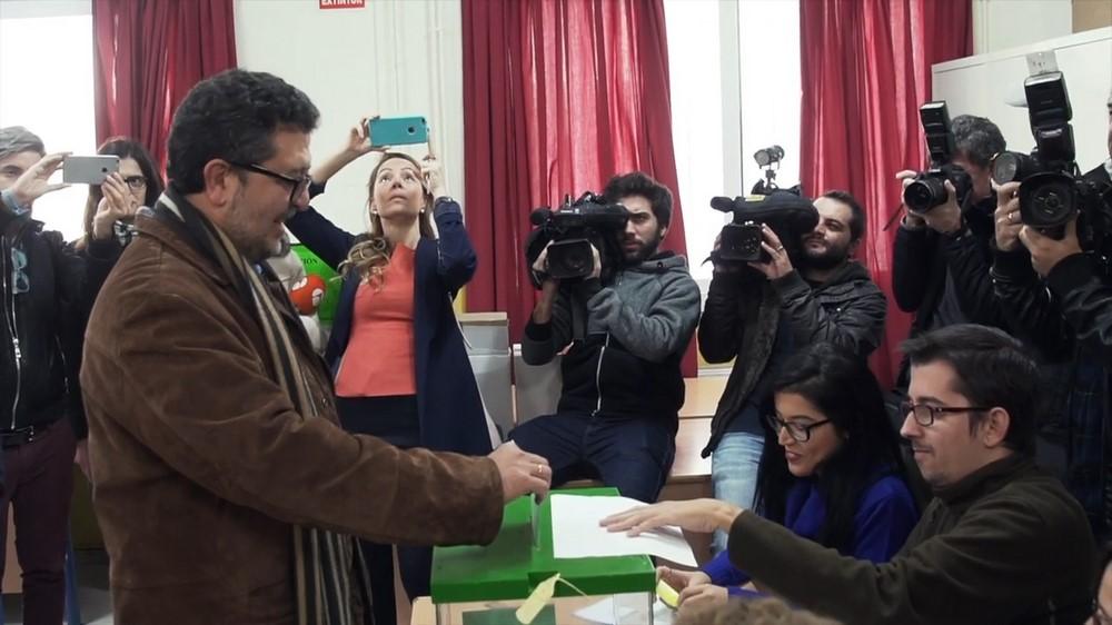 """El candidato de VOX vota y llama a la """"participación"""" para un voto de """"conciencia y corazón"""""""