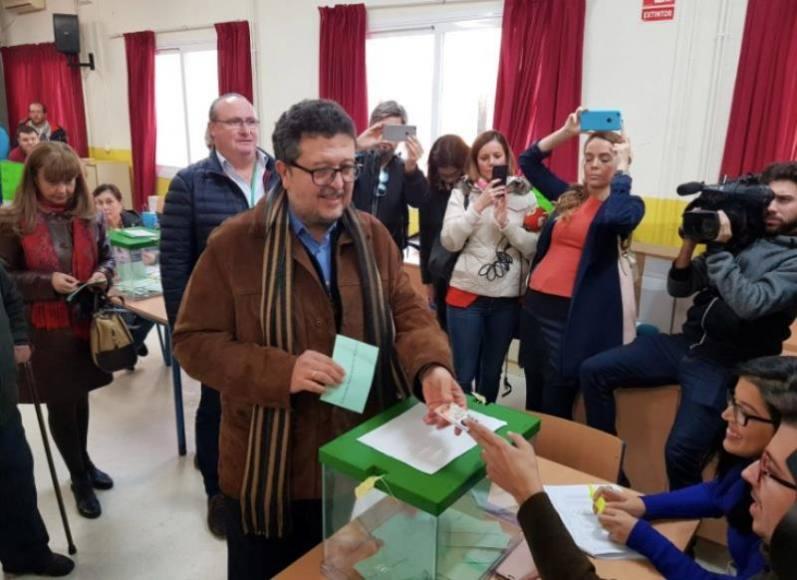 """Vox se toma con """"moderado optimismo"""" la posibilidad de entrar en el Parlamento andaluz"""