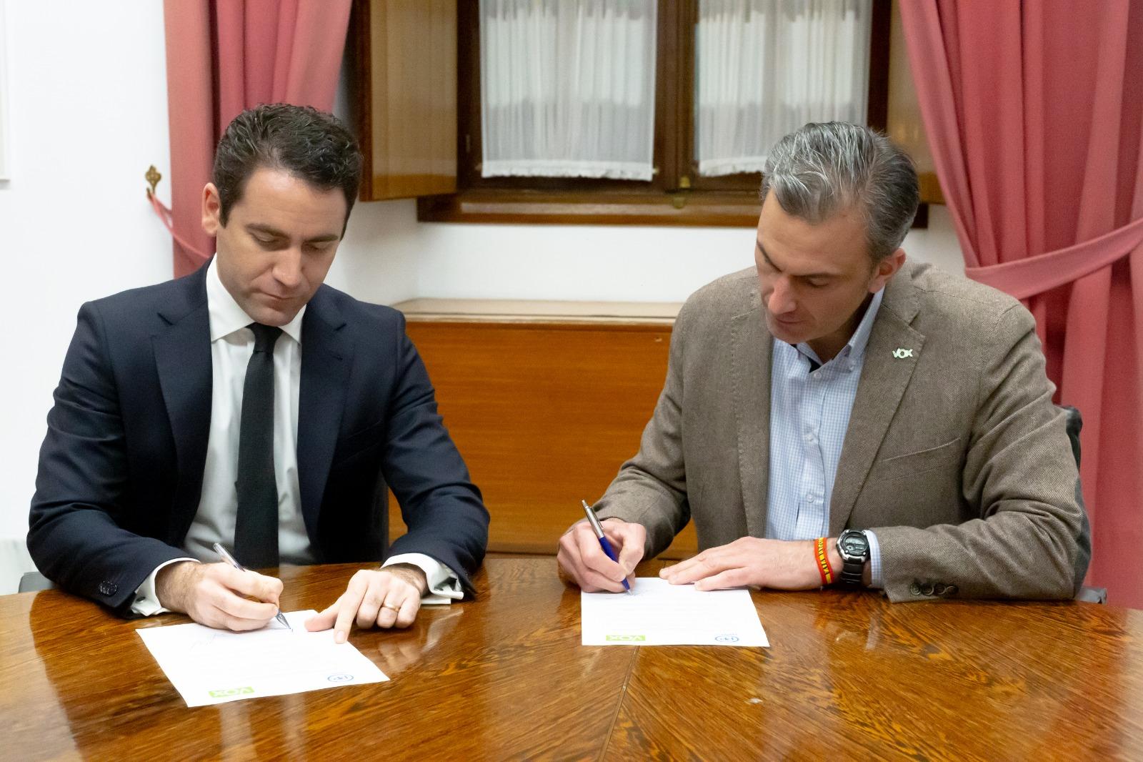 """Ciudadanos """"solicita oficialmente"""" el apoyo de VOX para la mayoría parlamentaria (PP,Cs y VOX)"""