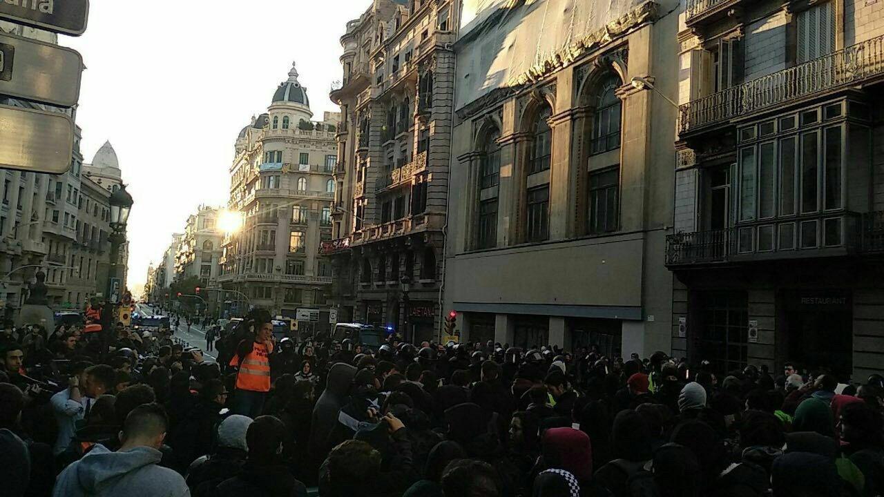 """Los Mozos denuncian una """"reunión"""" entre Puigdemont y Buch para la traición del 21-D"""