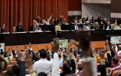 Cuba se aleja del socialismo en su nueva Constitución aunque rechaza aún la homosexualidad