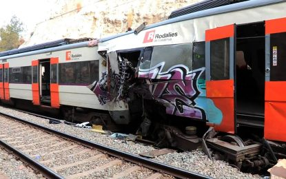 Varios heridos y un muerto en un choque frontal de 2 trenes Barcelona